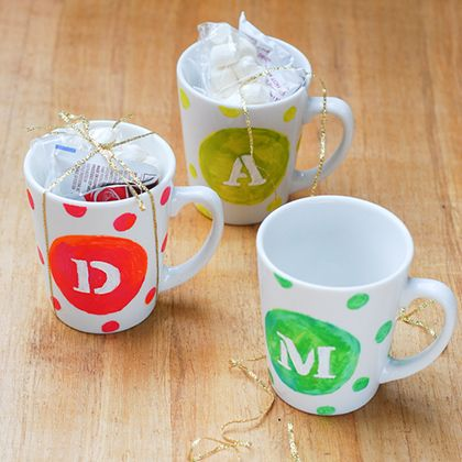 DIY Personalized Mugs | Spoonful. Perfect gift to give your family. College Students Guide to Christmas.