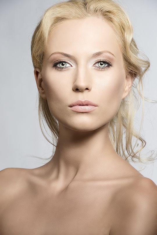 Makijaż i fryzura: Kamilla Jastrzębska Feniks Style. Sesja Z Carlo Dapino. Modelka Monika Szajbe.