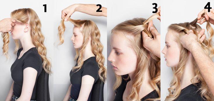 TRENZA CASCADA.   1. Hacer la partidura al medio y ondas grandes desde la raíz hasta las puntas.  2. Tomar el pelo de la parte superior izquierda y dividirlo en tres secciones.  3. Seleccionar el mechón más pegado a la frente, trenzarlo dos veces y detenerse.  4. Tomar un mechón de la parte superior de la cabeza de un dedo de espesor.