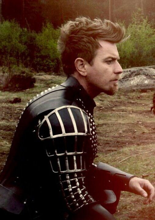 Ewan mcgregor 39 s hair in jack the giant slayer was beyond for Coupe cheveux mcgregor