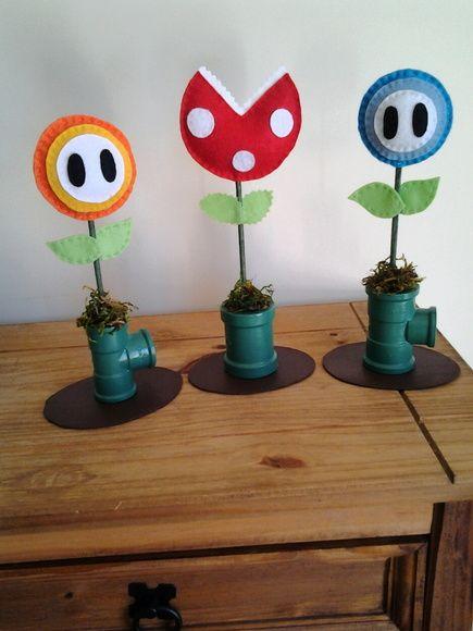 Lembrança para festa do personagem Super Mario Bros. Planta do gelo, planta do fogo e planta piranha. Frete por conta do cliente. Medidas 25cm de altura e diâmetro da flor e da planta é de 10cm. Valor referente a unidade.