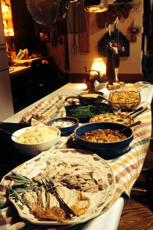 Ese es toda la comida de el dia de accion de gracias. Nosotros tuvimos maiz, pavo, pure de papas, patatas dulces, judias verdes, y pan. Mi mama, mi abuela, mi prima, y yo cocinamos toda la comida.