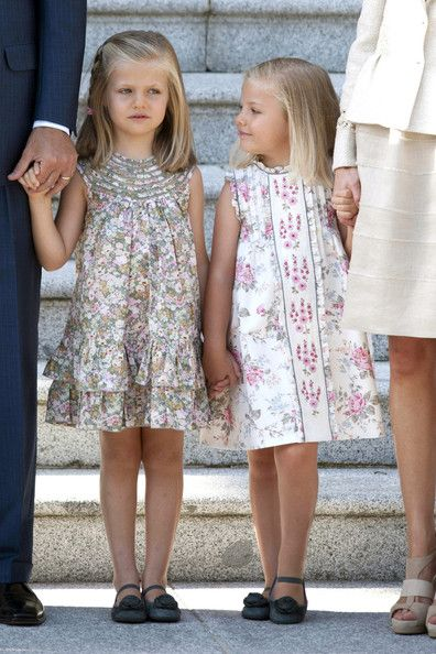 The Princess of Asturias, Leonor (l) with sister, Sofia (r) (photo courtesy Zimbio).