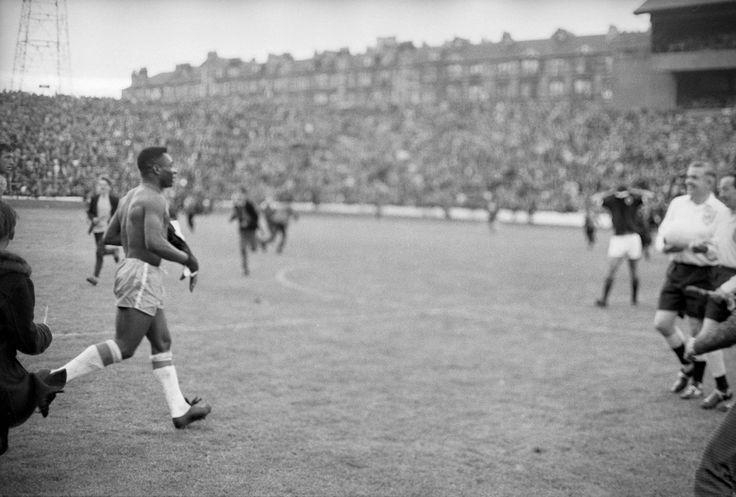 PELE AT HAMPDEN 1966 Football, Football team, Sports