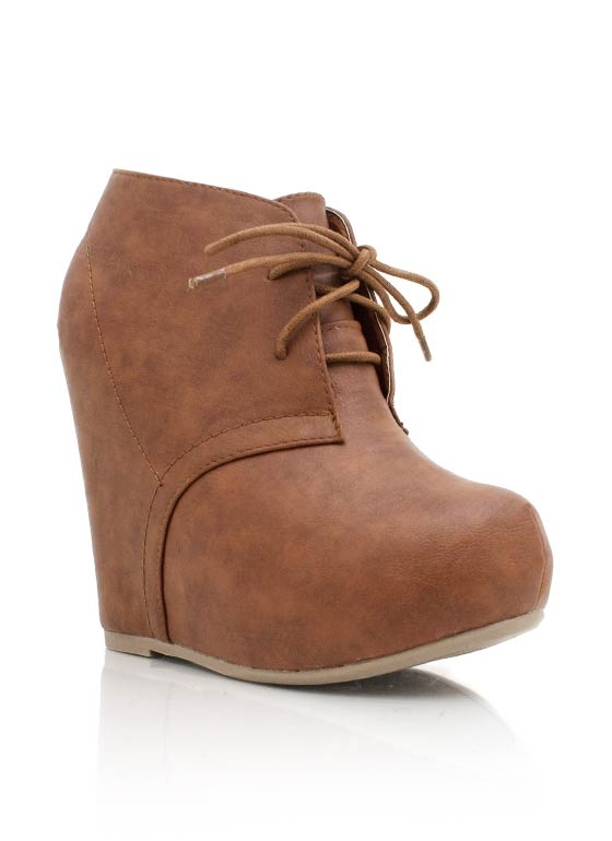 These oxford wedges are not only totally fierce, they are also incredibly versatile.Shoes Wedges, Fashion, Style, Shops, Shoe Wedges, Shoes Obsession, Oxfords Wedges, Wedges Crazy, Lower Heels