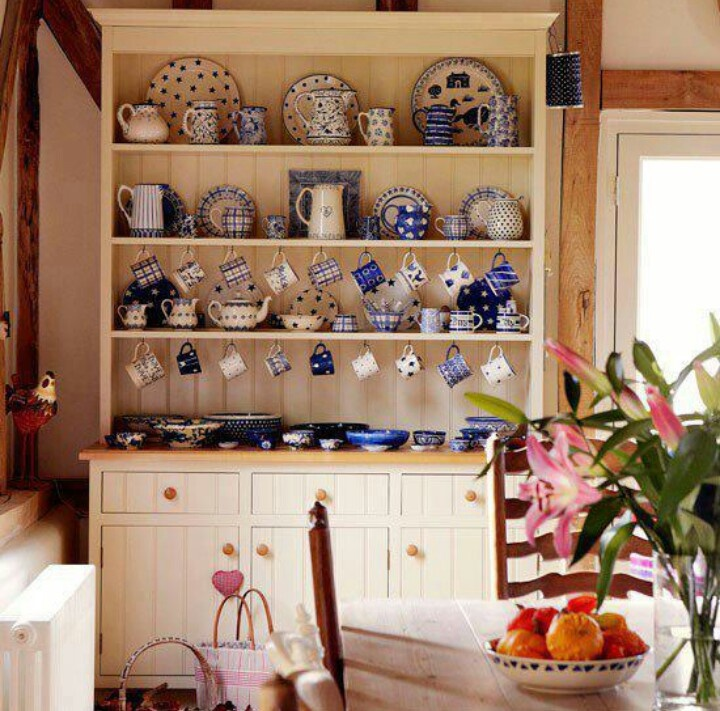 Emma Bridgewater pottery spotted on this kitchen dresser!