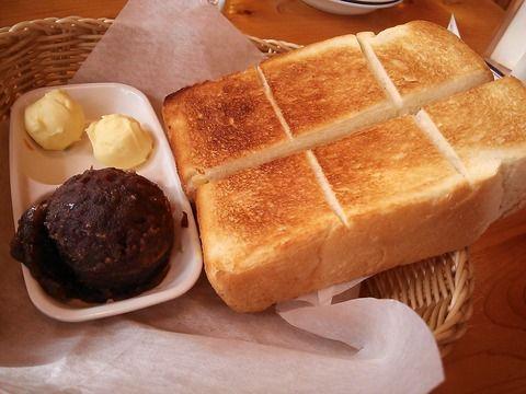 Nagoya Sweets - Toast with Sweet Azuki Bean Paste & Butter at Komeda's Coffee コメダ珈琲 小倉トースト