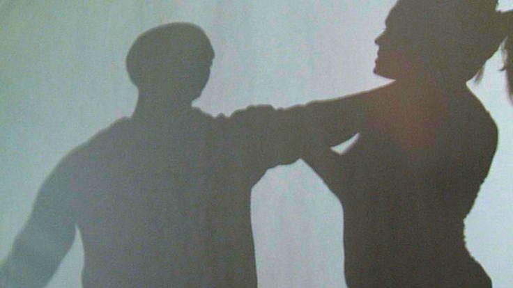 La ritiene rivale in amore e le taglia a zero i capelli : arrestate due donne a Napoli | Report Campania