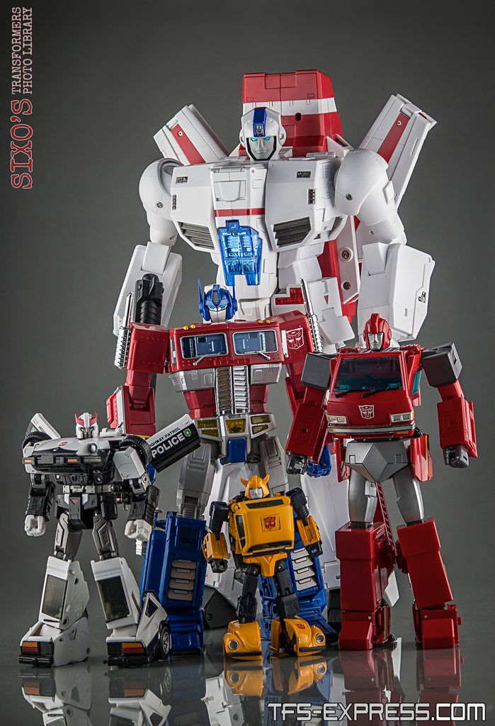 FansToys FT-10 Phoenix with MP-17 Prowl, Masterpiece Optimus Prime, MP-21 Bumble (Bumblebee) and MP-27 Ironhide