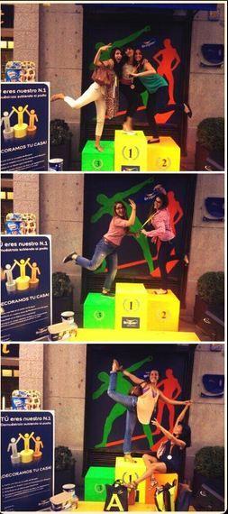 Hostal Madrid   Concurso para que te pinten gratis tu casa de Bruguer. Se debían hacer foto subidos a un podio en el evento Decoracción