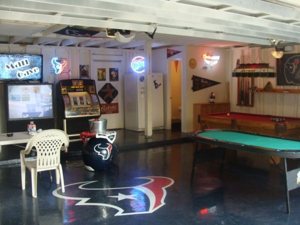 1000 images about garage ideas on pinterest garage bar for Man cave garage floor ideas