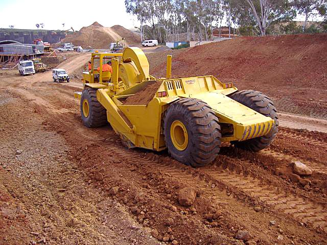 Australian-assembled 229F at work on an industrial subdivision, 2002. A credit to the owner, this machine is over 40 years old and still looks like it just came out of the factory. Wabco's Rydalmere, NSW plant turned out just over 20 229Fs before production ceased in 1971. Subsequently, 229Gs and 229Hs were imported fully built up from the USA as required.