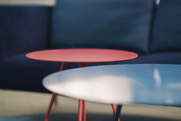 Scoop sofa table