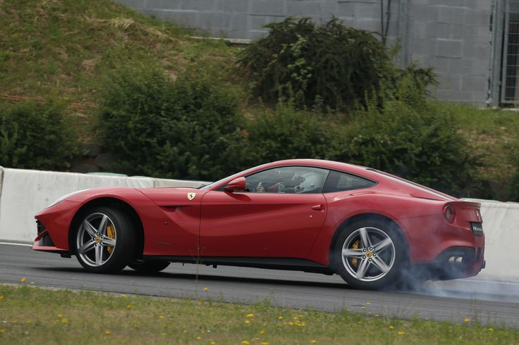 Vettel puts on a show with the F12berlinetta