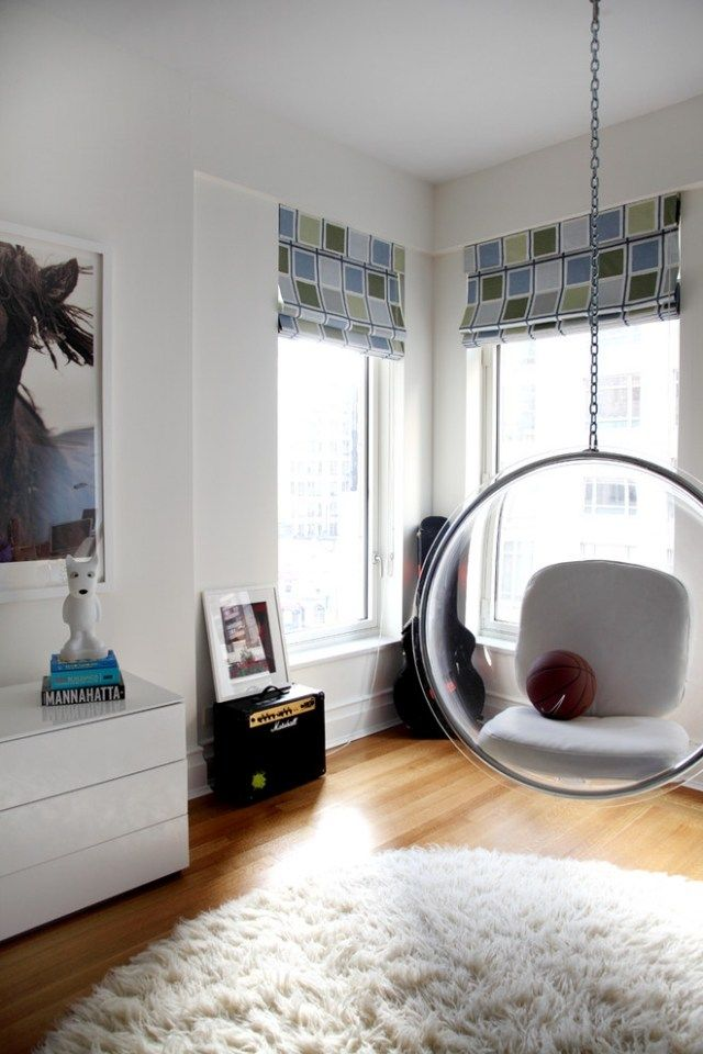 silla transparente colgante | Columpios y sillas colgantes para el jardín – 50 ideas