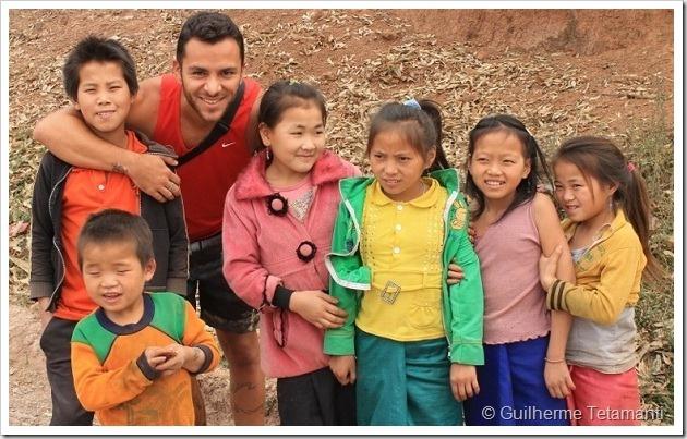 Encontro com crianças em província do Laos