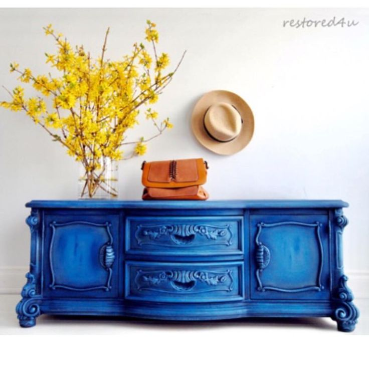 Matching piece to my turquoise sideboard I posted couple of days ago. This time in bright blue painted with Annie Sloan Napoleonic Blue,…