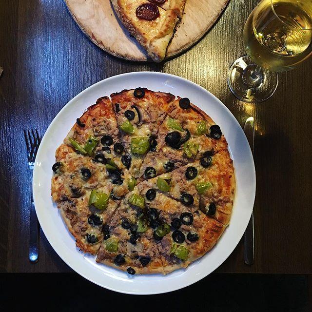 Feierabend - Dinner for three 🍃🍴🍕🍷 #tasty#pizza#homemade#pirmasens#selfmade#pizzatime#foodgasmde#foodporn#instafood#foodblog#soframpirmasens#foodlove#foodblogger#feierabend#dinner#for#three#afiyetolsun#tastyfood#yummy🍕🍴#🍷  Yummery - best recipes. Follow Us! #tastyfood
