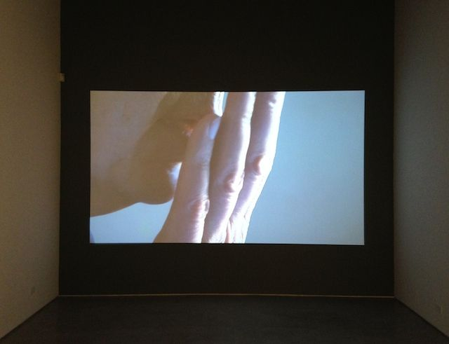 "Imogen Stidworthy, ""I Hate"" (2007), single-channel HD video, 7:10 minutes (photo by the author for Hyperallergic)"