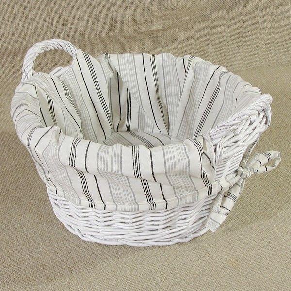 Biały okrągły koszyk z uszkami obszyty materiałem wzór - pasy