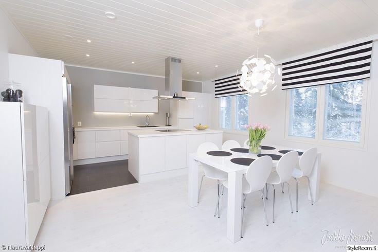 keittiö,valkoinen,moderni,liesituuletin,verhot,ruokapöytä,design,ruokailuryhm