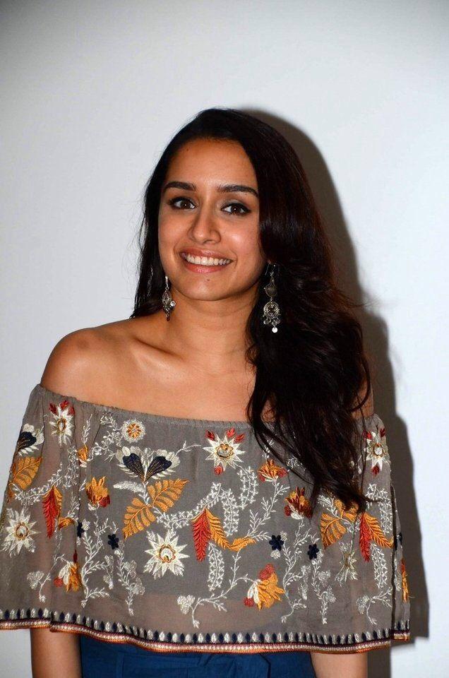 "Shraddha Kapoor Looks Hot At Film ""Half Girlfriend"" Music Concert in Mumbai."