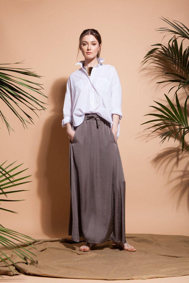 Total look #ElisaRivera con falda fluida y camisa blanca. #womenswear #womenstyle #stylish #cute #fashionwomen