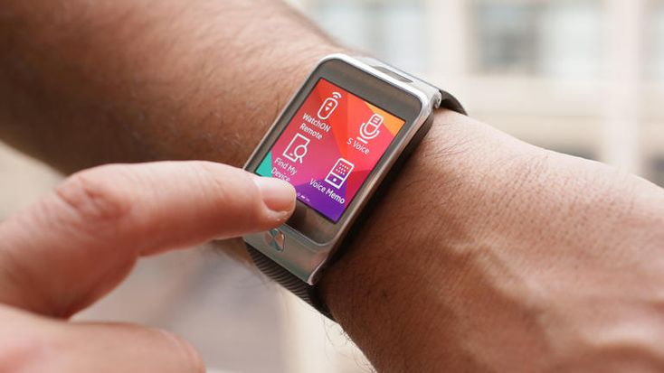 Samsung Gear 2 review: Samsung has made strides with the Gear 2, but this smartwatch is on its own island with few apps and Samsung-only device compatibility. At this point, you're better off waiting for Android Wear.