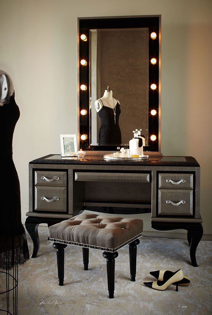 Modern dressing table with mirror - Rustic Gray Stained Wooden Dressing Table With Black Wooden French Legs And Brown Wooden Frame Mirror