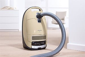 Miele S8590 Alize Canister Vacuum Cleaner Review: A mid-priced bagged option from Miele, it has the same powerful motor as many more expensive vacuums.