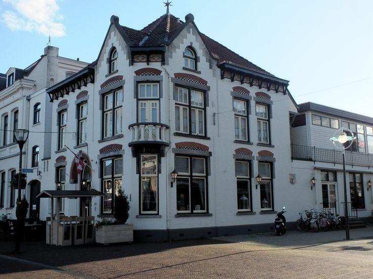 Voormalige herberg De Zwaan, waar textielfabrikant Adrianus van den Heuvel ooit eigenaar van was