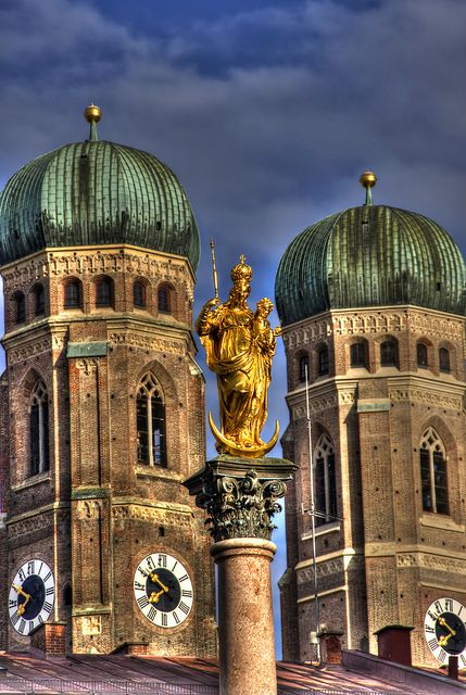 Marienseule with towers of the Frauenkirche, Marienplatz, Munich, Germany