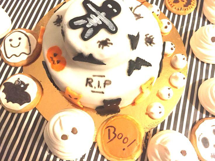 #halloween #cake #ghost #fantome #zebra #pinata    http://www.encoreungateau.com/2015/10/30/le-gateau-qui-fait-peur/#more-1383