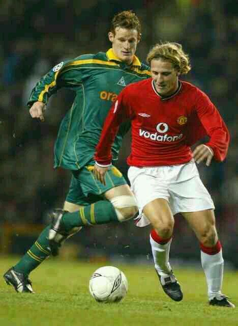 Man Utd 5 FC Nantes 1 in Feb 2002 at Old Trafford. Diego Forlan comes forward for United
