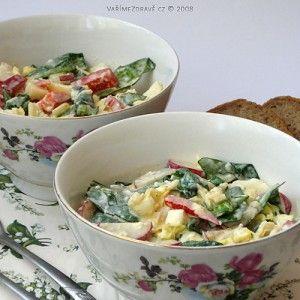 spenatovy-salat-s-vajecnym-dresingem