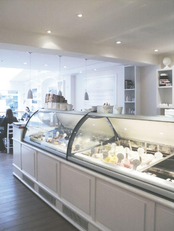 Projeto de ambientação para gelateria italiana apostando no visual tradicional.  Design e arquitetura para foodservice. StudioIno | Gelateria Bacio Di Latte