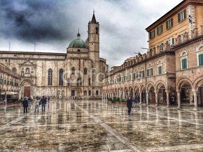 Piazza del Popolo, Ascoli Piceno, rainy day picture