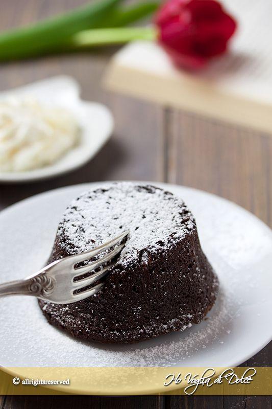 Tortino-al-cioccolato-fondente-cuore-morbido-ricetta-veloce