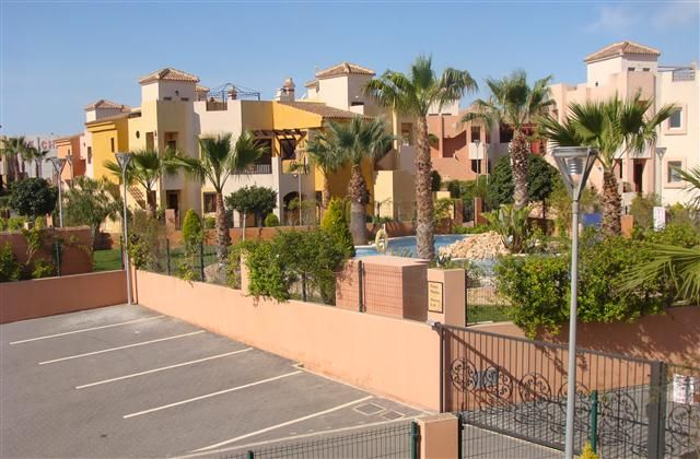 book for Winter - 2 Bedroom Apartment in Torrevieja Area to rent from £140 pw, within 15 mins walk of a Golf course, with a shared swimming pool. Also with Solarium, balcony/terrace, air con and DVD.