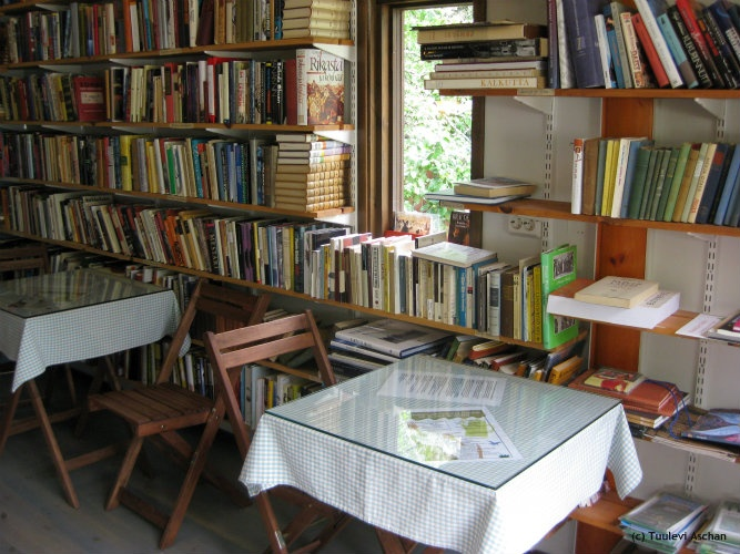 A small book cafe Linkkumylly