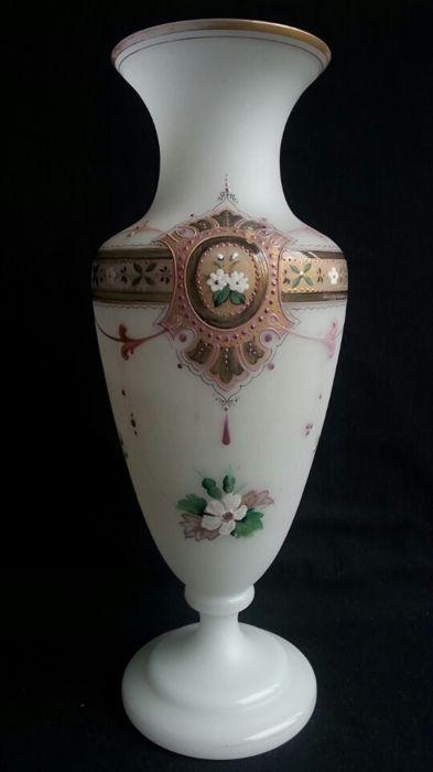 Online veilinghuis Catawiki: Opaline Glazen Vaas - met emaille beschildering - Frankrijk - Bohemen - 19e Eeuw