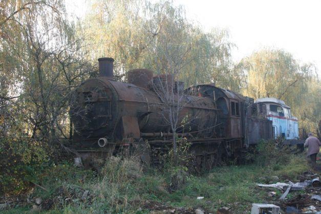 """FOTO Povestea uneia dintre puţinele locomotive Malaxa încă """"în viaţă"""": a ajutat la fabricarea mobilierului, iar de 18 ani zace la fier vechi..."""