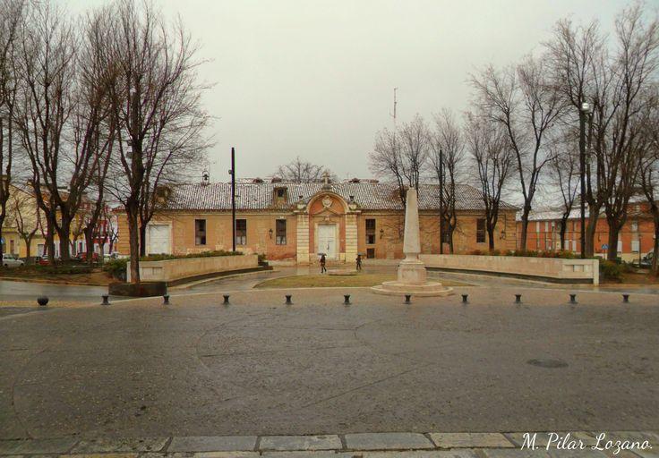 Antiguo Hospital de San Carlos, Aranjuez. Comenzado a construir el la época de Carlos III. Comienza a nevar.