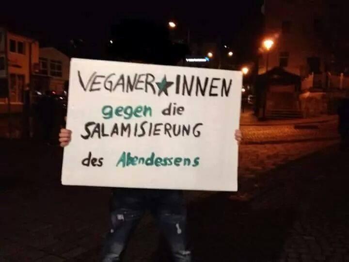 Veganer gegen die Salamisierung des Abendessens - http://www.dravenstales.ch/veganer-gegen-die-salamisierung-des-abendessens/