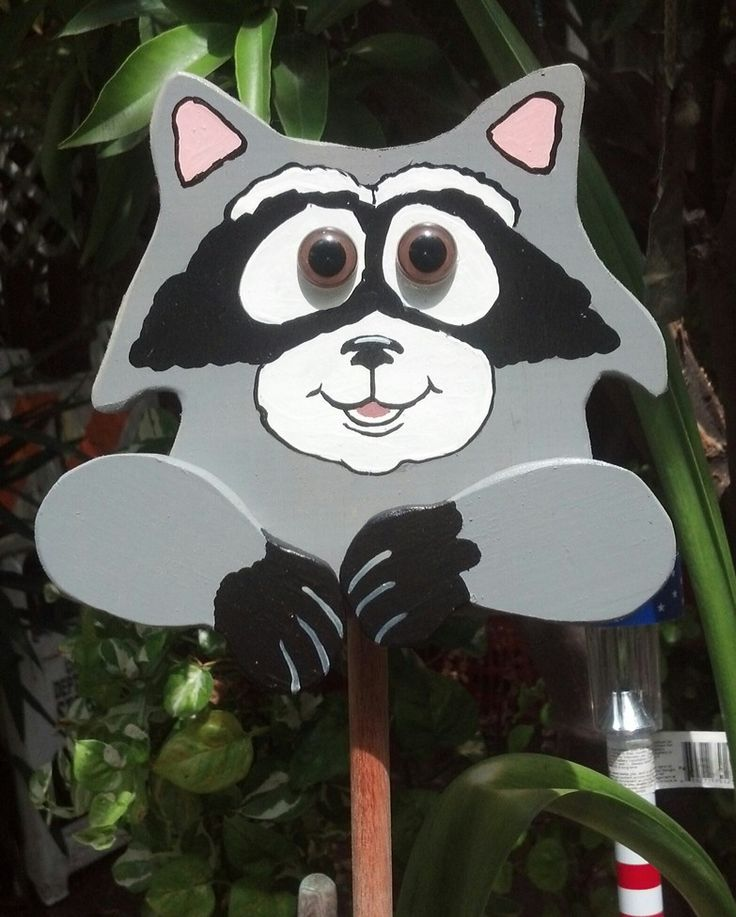 Plant poker raccoon by Judy Feddick. Is this a Winfeld Collection pattern? It looks like their style, but I didn't see it online. Thanks