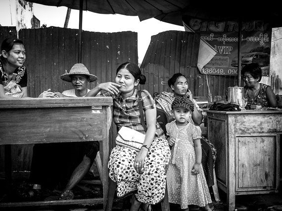 Travel Photography - Family - Black and White - Myawaddy, Burma