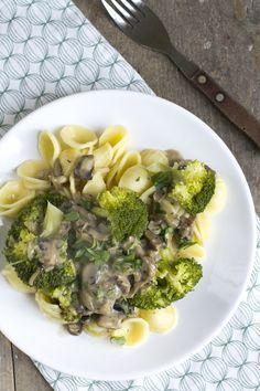 Pasta met champignonsaus en broccoli   Makkelijke maaltijd   via BrendaKookt.nl
