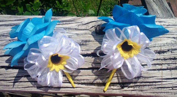 Corsage, Malibu Blue Rose Corsage with Mini Sunflower, Sunflower Corsage, Malibu Blue Corsage, Sunflower Wedding, Mother's Corsage