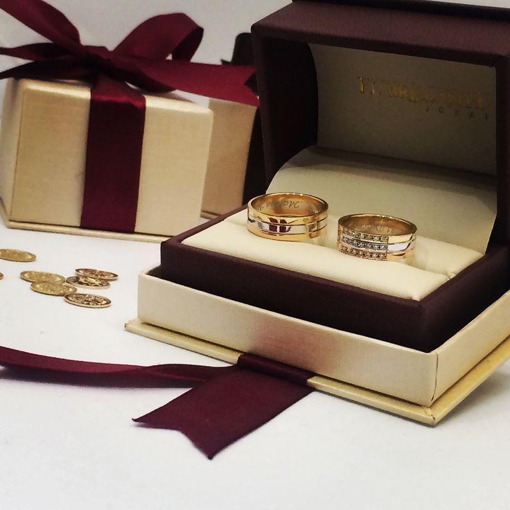 No es sólo oro es alianza y eternidad , argollas en los tres oros y 21 diamantes . Exclusivas del #elbrillantejoyas  www.elbrillantejoyeria.com.co