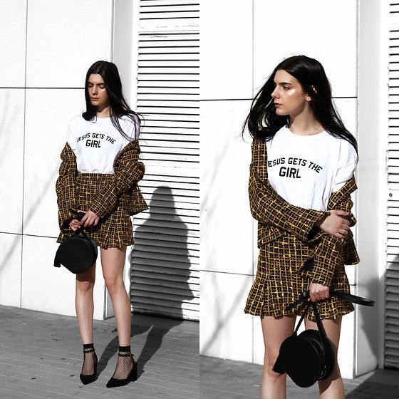 Get this look: http://lb.nu/look/8652587 More looks by Holynights Claudia: http://lb.nu/holynights Items in this look: Jesus Gets The Girl Tee, Vi Pme Circle Bag, 4th & Reckless Block Heel Shoes #preppy #street #vintage #tweed #jgtg #4thandreckless #vipme